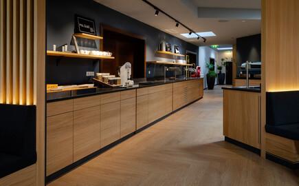 Überblick über Theken vom Frühstücksbuffet im Gasthaus in Villach Umgebung