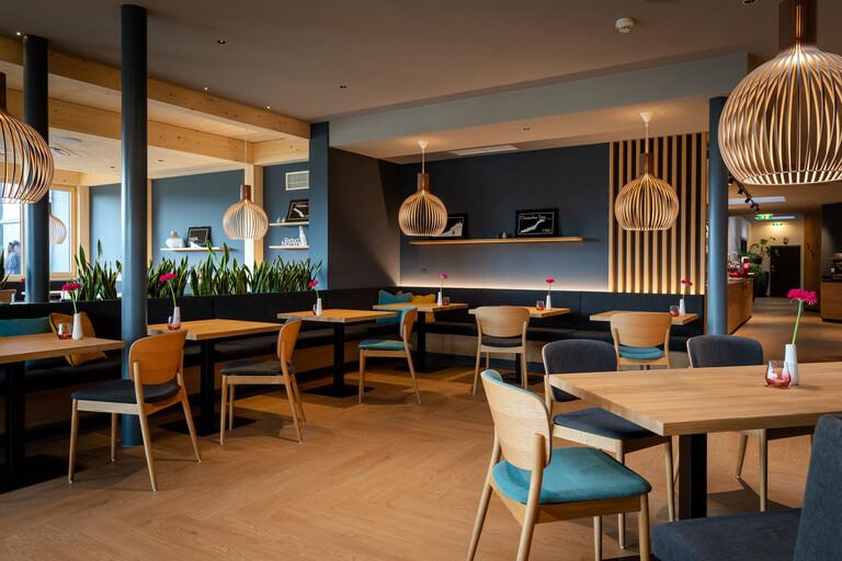 Überblick über die Tische im Restaurant für Brunch und Frühstück bei Villach