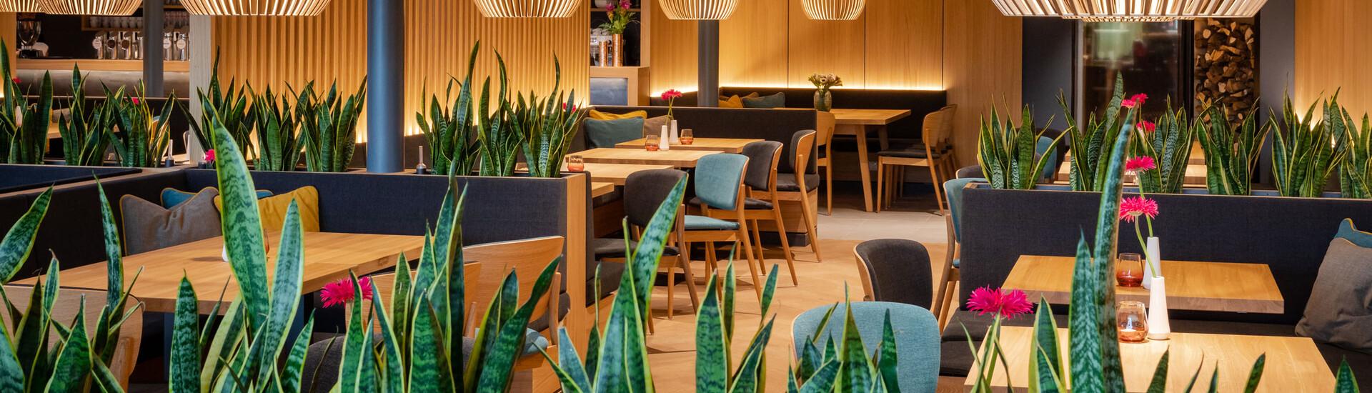Ein Überblick über die dekorierten Tische im Gasthaus zum TREFFNER in Villach Umgebung